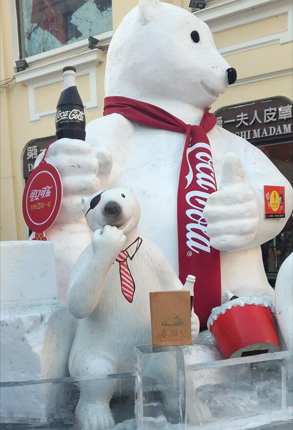 中央大街和大熊拥抱的麦麦